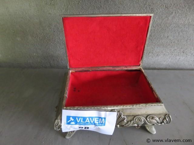 Antiek metalen juwelen kistje