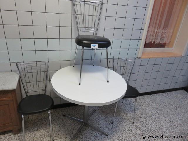 Vintage tafel met 3 stoelen