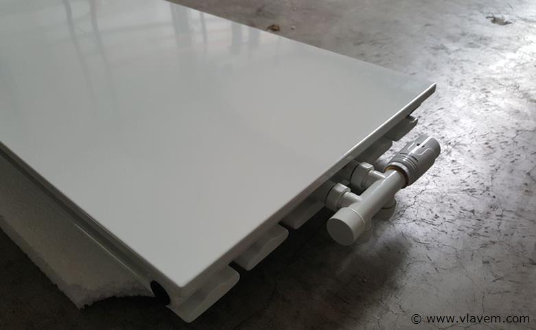 1 st. H1820 x B615 Vlakke designradiator wit