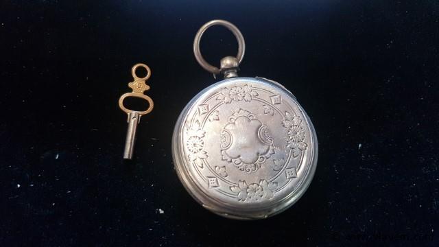 Zakhorloge Aiguilles met sleutel, werkend