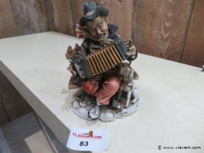 Porceleinen beeld, accordeonspeler, 22x13x13cm