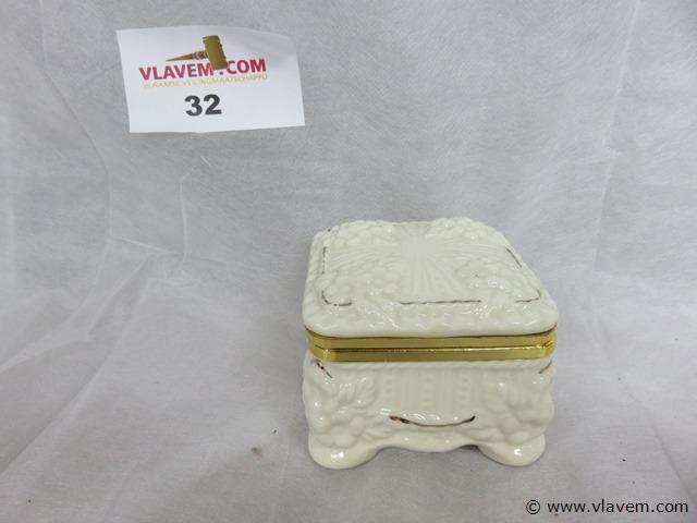 Porseleinen juwelendoosje, 8,5x8,5x6,5cm