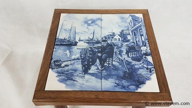 Tafeltje met 4 tegels uit Delft