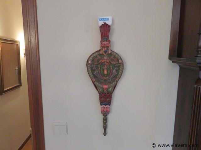 Antieke blaasbalg met houtsnijwerk