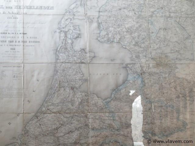 Antieke landkaart achter glas, 180x152cm, gedateerd 1864