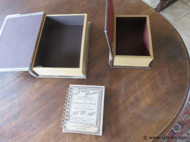 Boekkluizen, 2 stuks en fotoboek