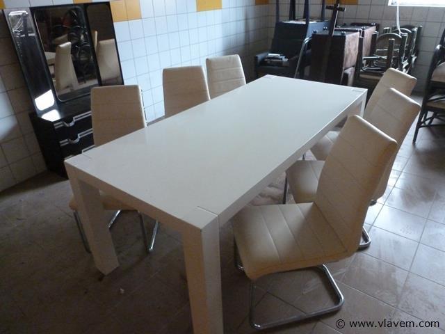 eetplaats en stoelen