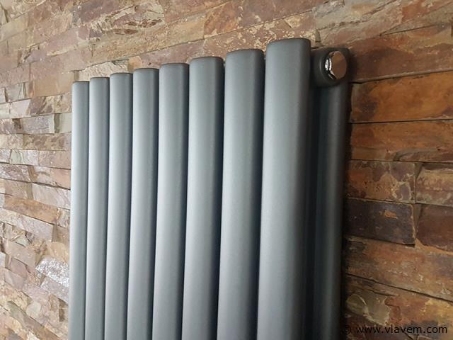 1 st. Verticale designradiator  MAT ANTRACIET - Ovaal tubes - Afm. H1800 x B480 - 1837 Watt - RONDO -