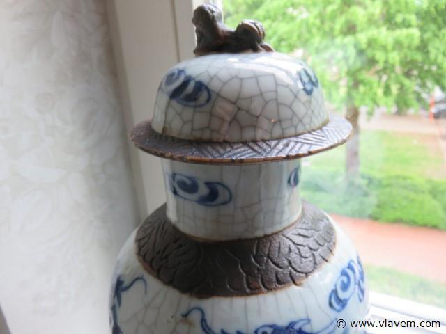 Koppel antieke Aziatische vazen (1 deksel geplakt) 35cm