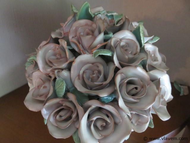 Porseleinen bloemenmandje beschadigd (living)