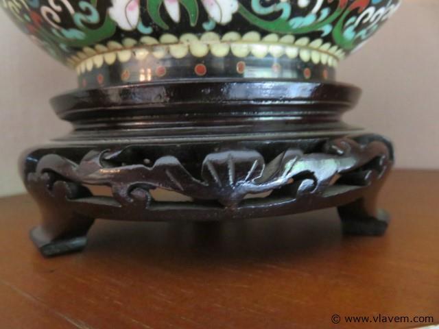 Cloisonné potje op houten voet (living)