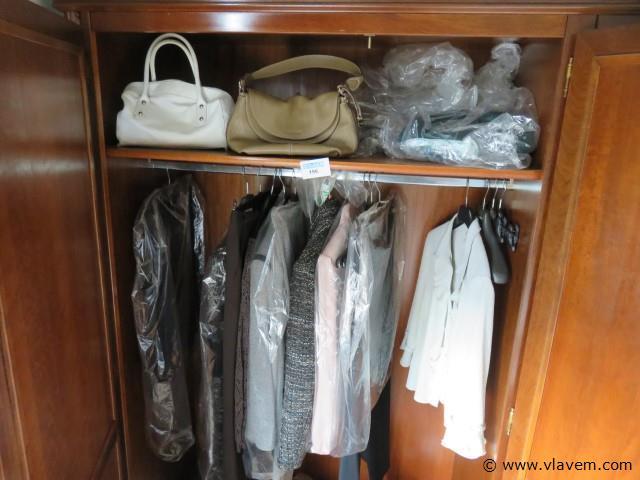 Inhoud kast, kledij, borden, handtassen enz…(slpk links)