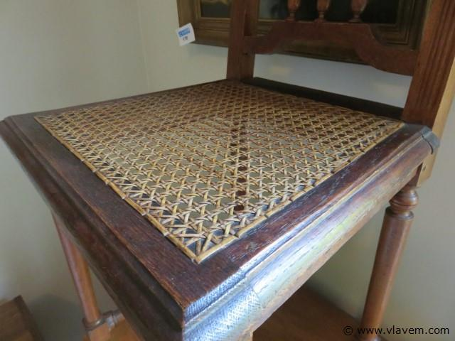 Antieke stoel (slpk rechts)