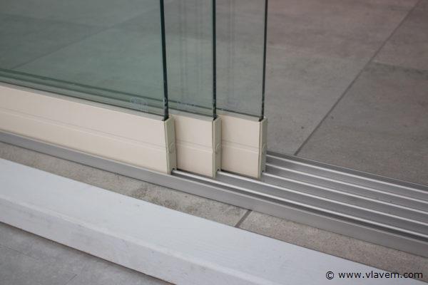Glazen schuifdeursysteem 3 deurs, veiligheidsglas 10 mm, 2940mm breed, 2500mm hoog, crémewit RAL9001