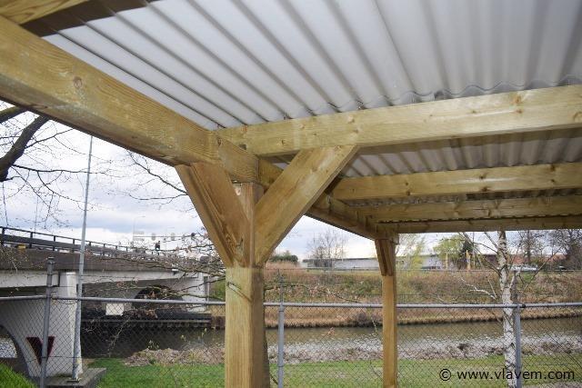 Carport / overkapping met doorrijhoogte van 210cm. Met dakplaat