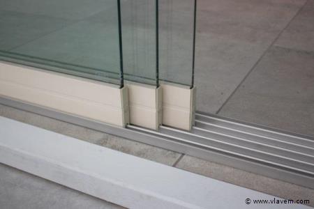 Glazen schuifdeursysteem 3 deurs, veiligheidsglas 10 mm, 2940mm breed, 2150mm hoog, crémewit RAL9001