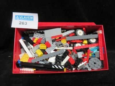 Doos gevuld met lego