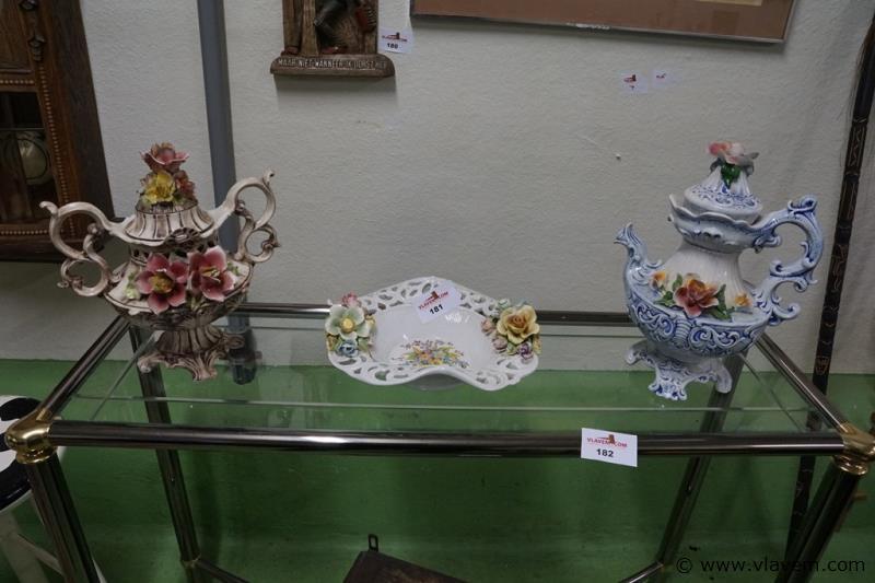 Siervoorwerpen met bloemen