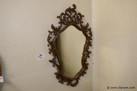 Spiegel met houten omlijsting