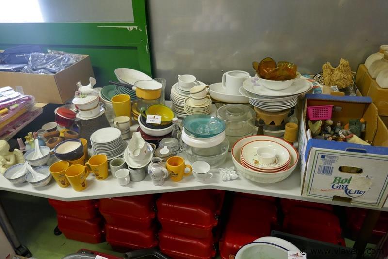 Grote partij borden tassen enz.plm 250 stuks