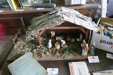 Grote kerststal met vintage beelden