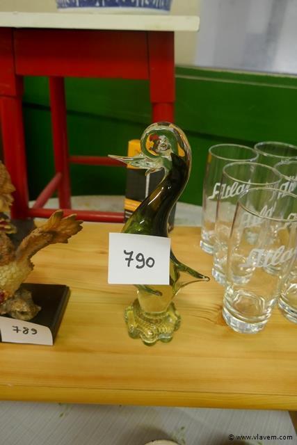 Siervogel in groen glas
