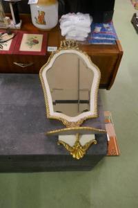 Spiegel met hangtafeltje