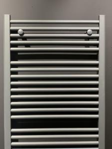 1 st. Handdoekradiator MAT ANTRACIET Afm. H1800xB600 970 Watt