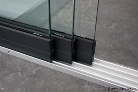 Glazen schuifdeursysteem 3 deurs, veiligheidsglas 10 mm, 2940mm breed, 2350mm hoog, antraciet structuur, RAL7016S