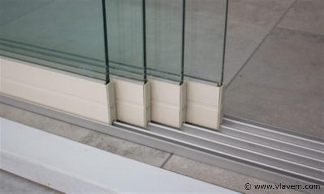 Glazen schuifdeursysteem 4 deurs, veiligheidsglas 10 mm, 3920mm breed, 2000mm hoog, crémewit RAL9001