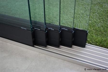 Glazen schuifdeursysteem 5 deurs, veiligheidsglas 10 mm, 4900mm breed, 2250mm hoog, antraciet structuur, RAL7016S