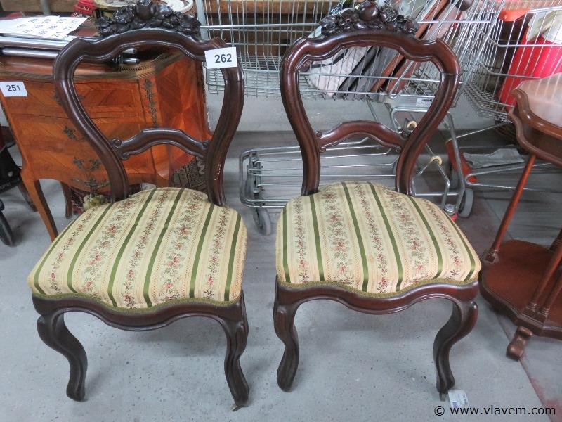 Antieke bijzetstoelen