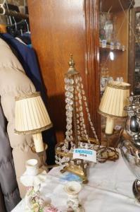 Antieke lampadére met koper en bellen
