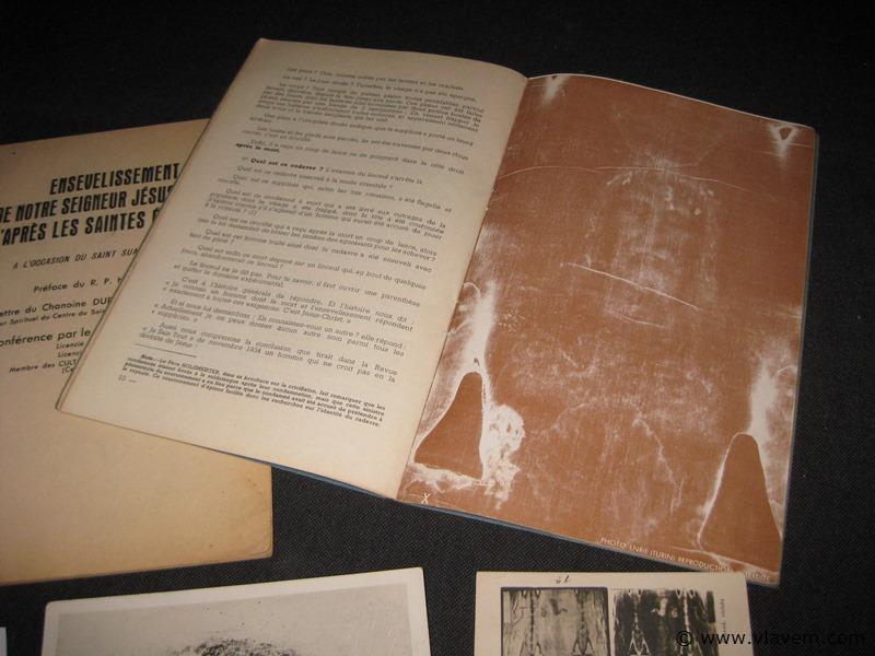 Boekjes met foto over de lijkwade van Turijn
