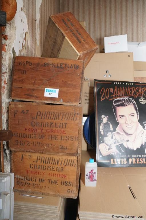 Oude houten bakken met tekst