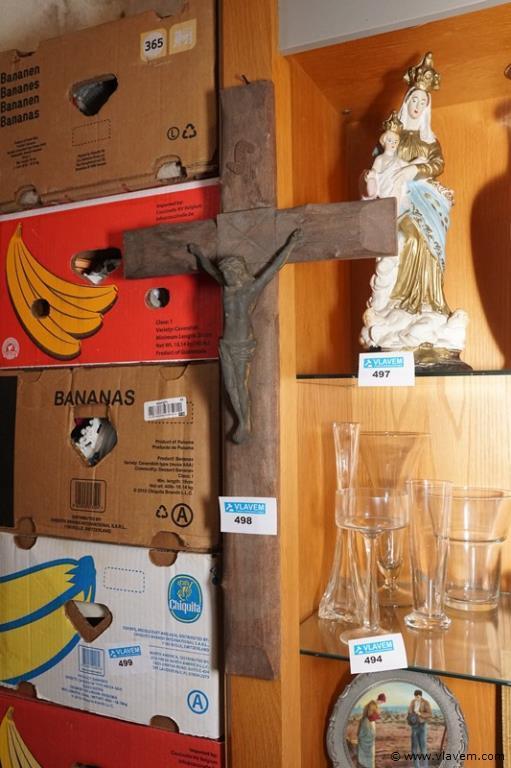 Oud kruisbeeld in hout