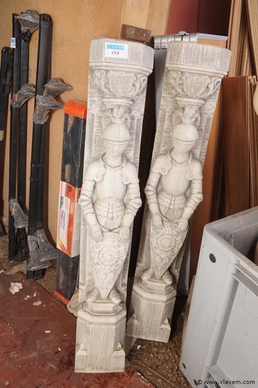 Stenen sierbeelden voor interieur oa. Schouw