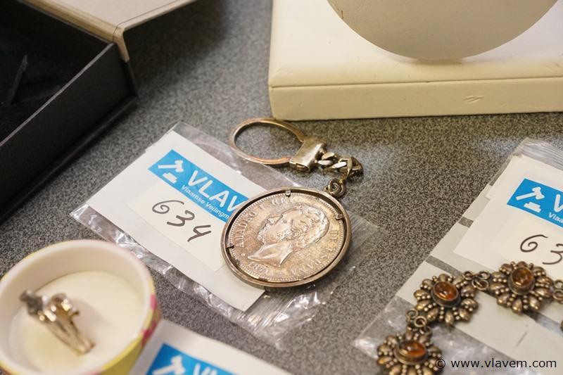 Oude zilveren sleutelhanger met muntstuk 1871