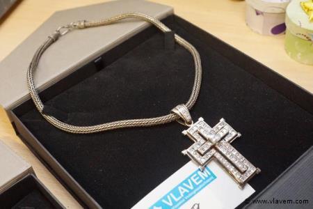 Oud zilver kruis met safieren en zilver halsketting