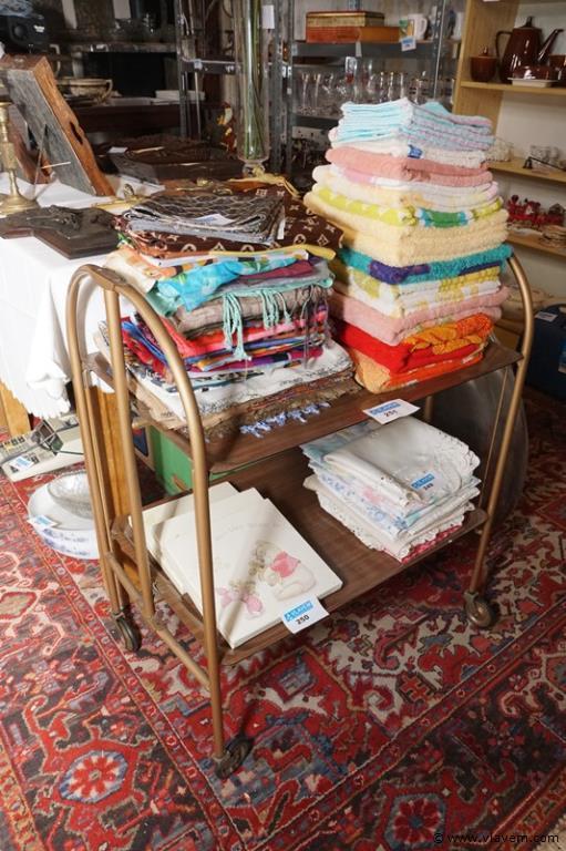 Inklapbaar vintage tafeltje op wieltjes