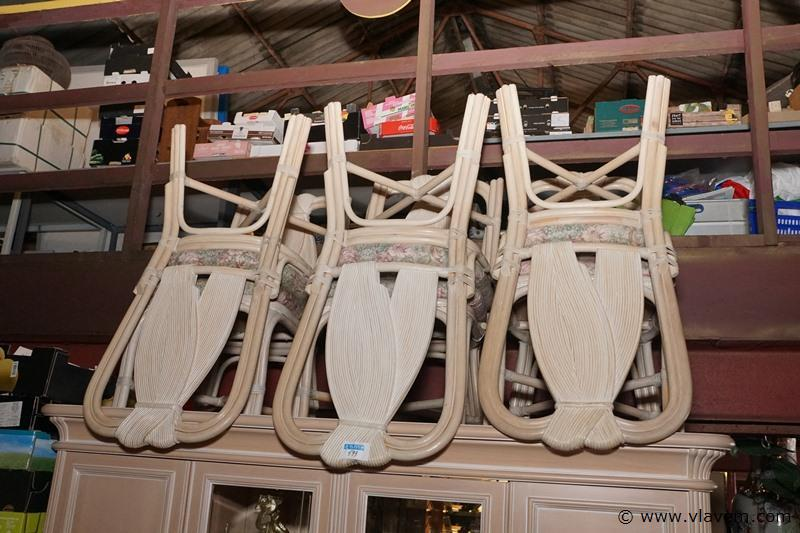 Design stoelen in rotan en stof