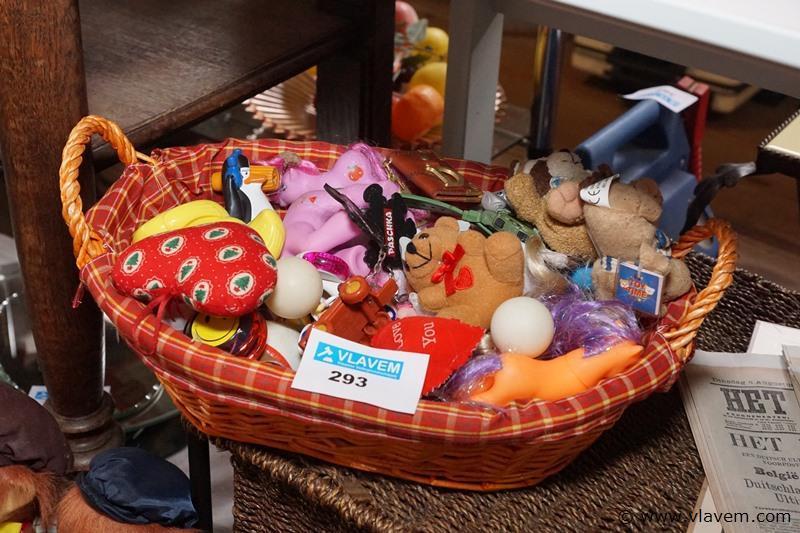 Speelgoed in mandje