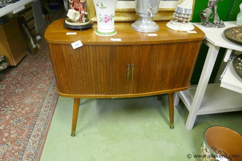 Naaimachine in vintage kast