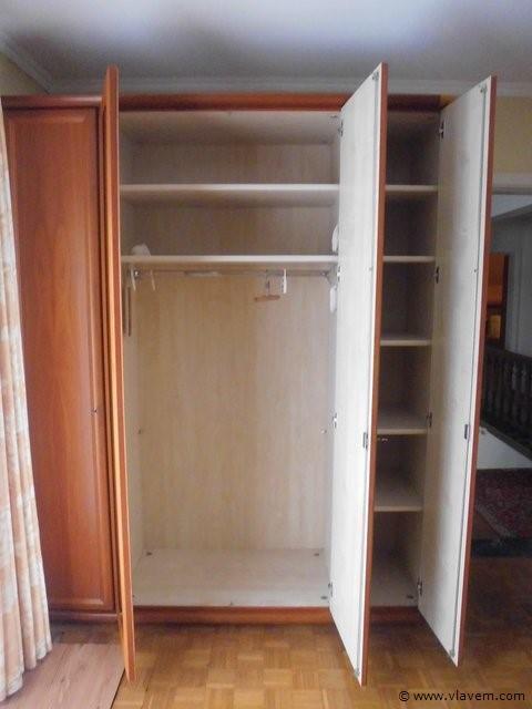 4 deurs kleerkast met 2 spiegeldeuren.