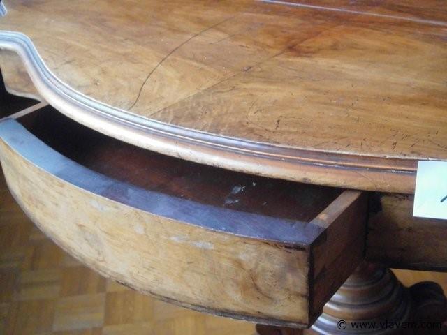 antieke tafel met 2 lades