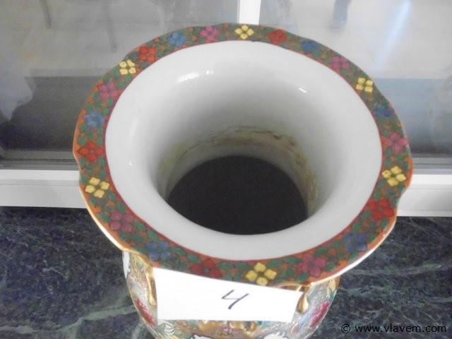 Oosterse vaas gestempeld.