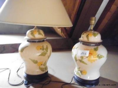 2x tafellamp. 1 kap ontbreekt