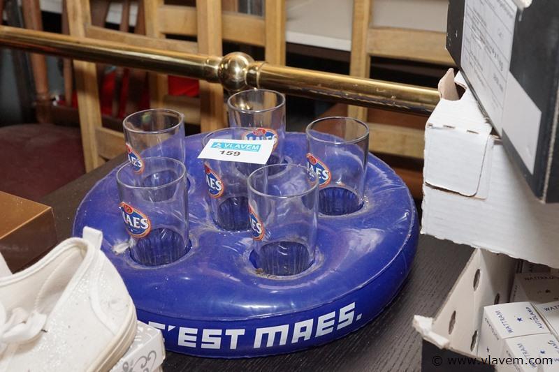 Drijfkussen met glazen voor strand of zwembad