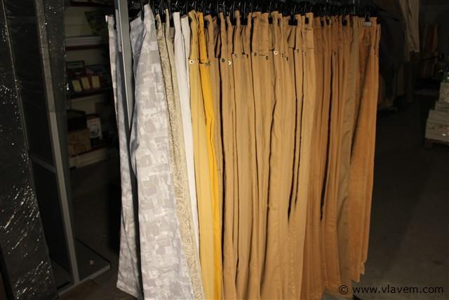 ongeveer 90 dames broeken