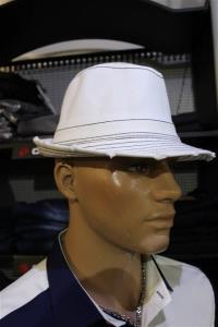 46 witte hoedjes ,